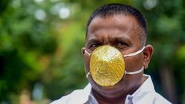 Pria di India Pakai Masker Corona Berlapis Emas 60 Gram