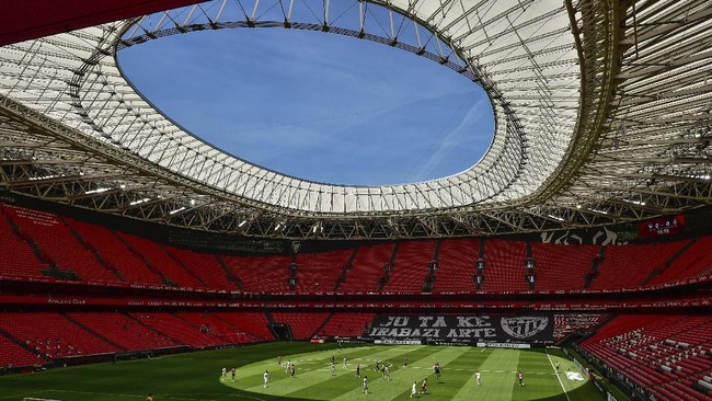 Athletic Club and Real Madrid players during their Spanish La Liga soccer match at the San Manes stadium in Bilbao, Spain, Sunday, July 5, 2020. (AP Photo/Alvaro Barrientos)