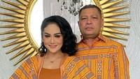 <p>Suami Krisdayanti (KD), Raul Lemos, rupanya memiliki bisnis pakaian tenun, Bunda. Kain tenun yang berasal dari kampung halaman Raul, Timor Leste. (Foto: Instagram @krisdayantilemos)</p>