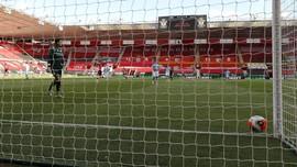 Southampton vs Man City: Ederson Dipermalukan Gol dari 36 M