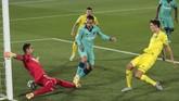 Villareal's Pau Torres, right, scores an own goal during the Spanish La Liga soccer match between FC Barcelona and Villareal at La Ceramica stadium in Villareal, Spain, Sunday, July 5, 2020. (AP Photo/Jose Miguel Fernandez de Velasco)