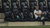 Barcelona's head coach Quique Setien sits on the bench during the Spanish La Liga soccer match between FC Barcelona and Villareal at La Ceramica stadium in Villareal, Spain, Sunday, July 5, 2020. (AP Photo/Jose Miguel Fernandez de Velasco)