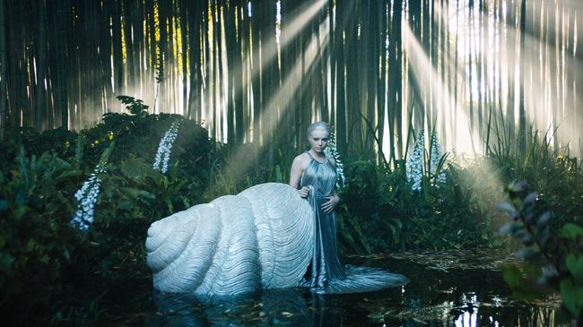 Christian Dior kembali ke dunia fantasi couture