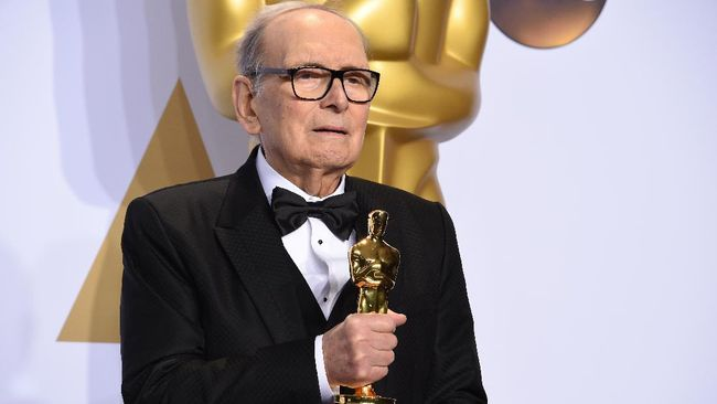 (FILES) In this file photo taken on February 28, 2016 Italian composer Ennio Morricone poses with the Oscar for Best Original Score,
