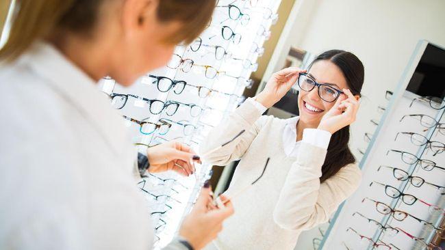 ilustrasi memilih kacamata