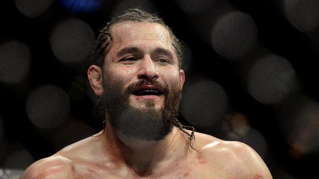 Legenda yang juga komentator UFC Daniel Cormier menyebut cuma Jorge Masvidal yang bisa mengalahkan Kamaru Usman jelang duel di UFC 261.