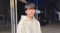 <p>Kim Myung Soo atau lebih dikenal sebagai L adalah personil dari grup Infinite yang debut pada 2010 silam. Menjadi personil boyband terkemuka, ia langsung debut sebagai aktor pada tahun berikutnya di drama Korea berjudul <em>Jiu.</em> Drama terbarunya di 2021 adalah <em>Royal Secret Agent.</em> (Foto: Instagram @kim_msl)</p>
