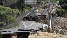 FOTO: Proses Pencarian Korban Banjir dan Longsor Jepang