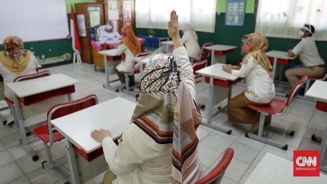 Setiap kelas terdiri Dari 15 siswa dengan jam/hari belajar bergantian. Untuk kelas 1-3 satu Hari hanya 1,5 jam, kelas 4-6 hanya 2 jam. CNN Indonesia/Safir Makki