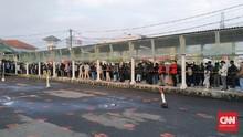 Calon Penumpang Kembali Padati Stasiun KRL Bogor
