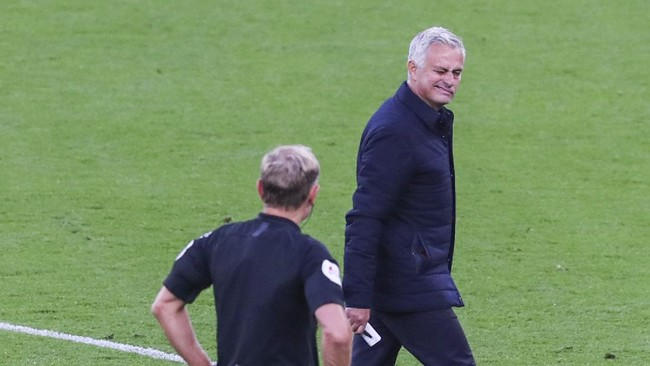 Dipecat Tottenham, Mourinho Dapat Rp406 Miliar