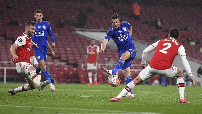 Leicester's Jamie Vardy takes a shot at goal during the English Premier League soccer match between Arsenal and Leicester at Emirates Stadium in London, England, Tuesday, July 7, 2020. (AP Photo/Michael Regan,Pool)
