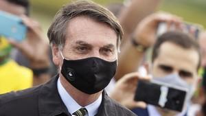 Lepas Masker saat Konpres, Jurnalis Tuntut Presiden Brasil