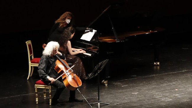 Beatrice Rana, piano, and Mischa Maisky, cello, left, perform at La Scala theater in Milan Italy, Monday, July 6, 2020. La Scala opera house reopened Monday after a four-month shutdown due to the COVID-19 restriction measures. (AP Photo/Antonio Calanni)