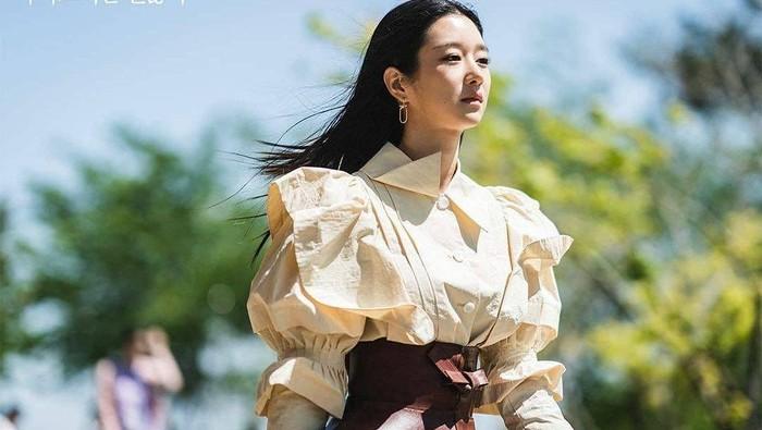 Outfit Mewah Seo Ye ji di Drama Korea Its Okay to Not Be Okay