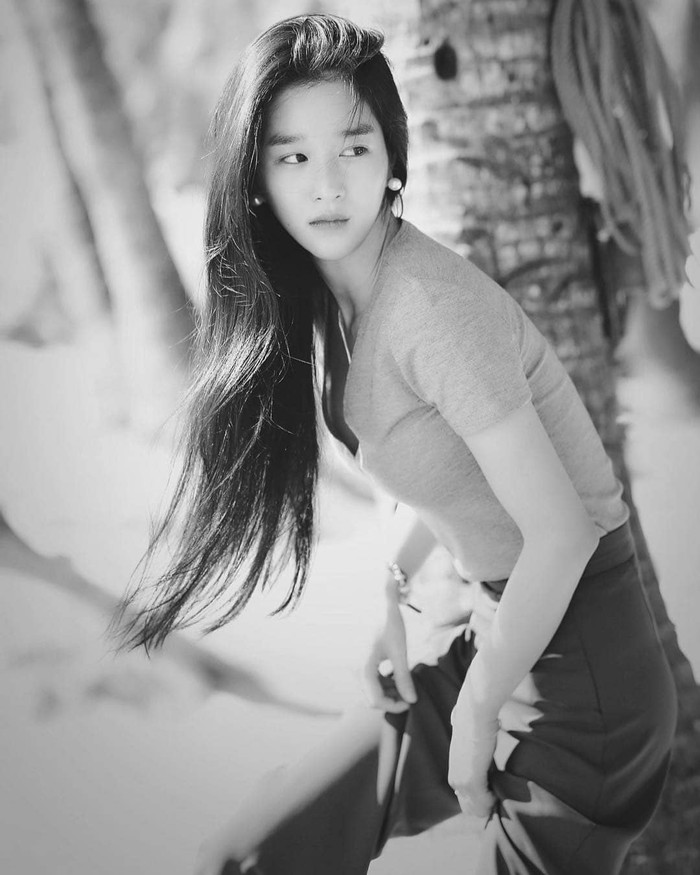 Dalam sebuah wawancara beberapa tahun lalu, Seo Ye Ji mengakui seluruh keluarganya memang terlahir dengan tubuh tinggi dan kurus. Tak heran, deh kalau dirinya memiliki turunan yang sama.