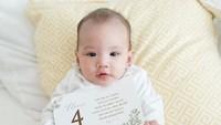<p>Potret Claire saat usia 4 bulan nih, beberapa hari lagi Claire akan berusia 5 bulan lho. (Foto: Instagram @shandyaulia)</p>