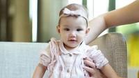 <p>Putri kecil Shandy Aulia, Claire Herbowo, semakin tumbuh menggemaskan nih, Bunda. (Foto: Instagram @missclaireherbowo)</p>