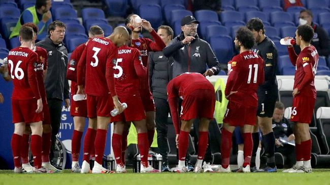 Liverpool's manager Jurgen Klopp talks with his players during a break in the English Premier League soccer match between Brighton and Liverpool at Falmer Stadium in Brighton, England, Wednesday, July 8, 2020. (AP Photo/Paul Childs,Pool)
