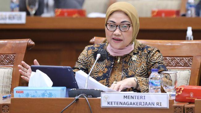 Menteri Ketenagakerjaan (Menaker) Ida Fauziyah di sela rapat kerja dengan Komisi IX DPR di Kompleks Parlemen, Senayan, Jakarta, Rabu (8/7/2020).