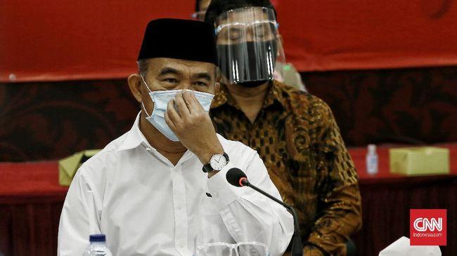 Menko PMK Muhadjir Effendy menyebut hampir 60 persen ibu hamil di RSKIA Bandung, terpapar Covid. Anak dalam kandungan juga berisiko.