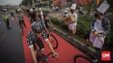 FOTO: Aksi Karpet Merah Istimewakan Pesepeda di Jakarta