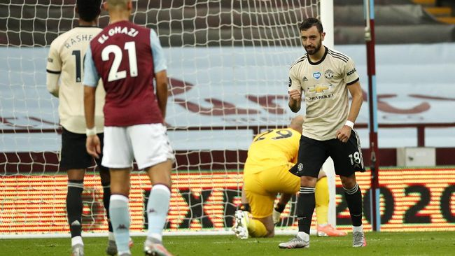 Manchester United's Bruno Fernandes reacts after scoring his team's first goal from the penalty spot during the English Premier League soccer match between Aston Villa and Manchester United at Villa Park in Birmingham, England, Thursday, July 9, 2020. (AP PhotoAndrew Boyers,Pool)