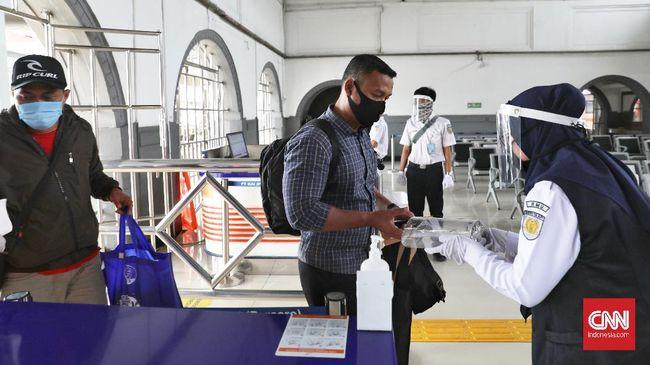 KAI menawarkan diskon tiket kereta api hingga 25 persen. KAI juga menawarkan program undian untuk perjalanan pada HUT ke-75 RI.