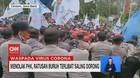VIDEO: Menolak PHK, Ratusan Buruh Terlibat Saling Dorong