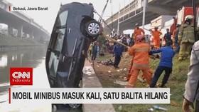 VIDEO: Mobil Minibus Masuk Kali, Satu Balita Hilang