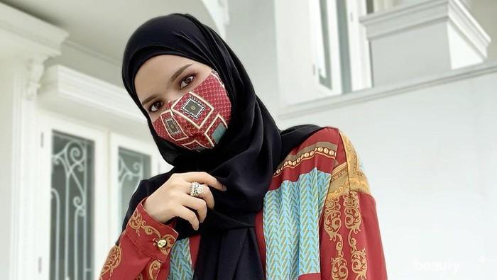 Tetap Modis Saat New Normal, 5 Tips Mix & Match Hijab x Masker ala Influencer