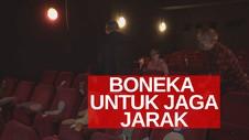 VIDEO: Bioskop Tempatkan Boneka Untuk Jaga Jarak Aman