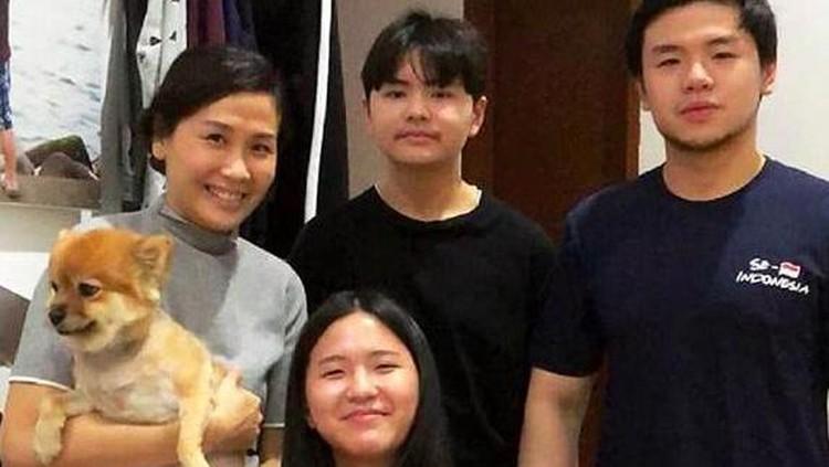 Veronica Tan dan Anak