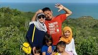 <p>Sebelum melahirkan anak kelima, Zaskia Adya Mecca sempat liburan dengan keluarganya, Bunda. Tentu untuk menjaga keamanan dari COVID-19, keluarga ini liburan secara private. (Foto: Instagram @zaskiadyamecca)</p>