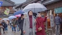 <p>Salah satu potret kebersamaan Anisa Rahma dan Anandito Dwis saat traveling ke Jepang. (Foto: Instagram @anisarahma_12)</p>