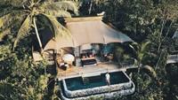 <p>Baru-baru ini, salah satu hotel di Bali dinobatkan sebagai yang terbaik di dunia versi majalah wisata Travel + Leisur. Adalah Capella Ubud yang dibangun di tengah hutan. (Foto: Instagram @capellaubud)</p>