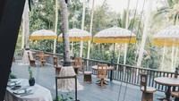 <p>Hotel ini dibangun di desa Keliki, Tenggalang. Sekeliling hutan masih nampak rimbun, seperti di tengah-tengah hutan belantara. Konsep hotel sendiri terinspirasi dari bangunan khas Eropa era 80-an. (Foto: Instagram @capellaubud)</p>