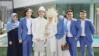 """<span style=""""color: #222222; font-family: Arial, Helvetica, sans-serif; font-size: small;"""">Pernikahan mereka digelar di kawasan Jakarta Timur dengan undangan yang terbatas dan mengikuti protokol kesehatan. Dinda dan Rey pun nampak serasi mengenakan attire bernunasa putih. (Foto: Instagram @anisarahma_12)</span>"""