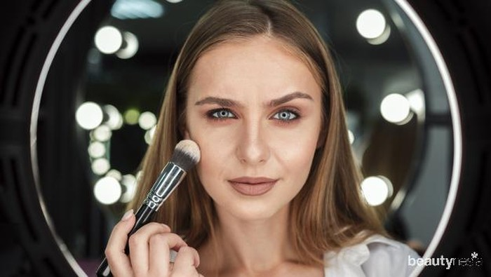 Gak Nyangka Deh, Hal Sepele Ini Bisa Bikin Base Makeup Kamu Jadi Ambyar!