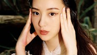 <p>Aktor sekaligus penyanyi Aaron Kwok baru saja menikah dengan seorang model China bernama Moka Fang, Bunda. Keduanya ternyata terpaut usia yang cukup jauh yakni 22 tahun di mana Aaron lebih tua. (Foto: instagram</p>