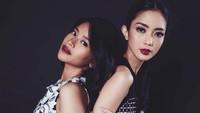 <p>Keduanya tampil cantik dengan lipstik merah merona. (Foto: Instagram @ririndwiariyanti)</p>