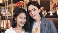 <p>Sejak Ririn Dwi Ariyanti menikah dengan Aldi Bragi, gadis yang biasa disapa Adira ini pun akrab dengan sang ibu sambungnya. (Foto: Instagram @ririndwiariyanti)</p>