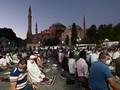 VIDEO: Ratusan Orang Salat Sambut Hagia Sophia Jadi Masjid