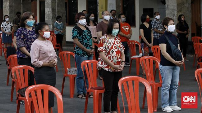 Gereja Paroki Katedral Jakarta dipastikan buka perdana di masa transisi menuju new normal.  misa berlangsung pukul 09.00 dan misa harian pukul 18.00 WIB. Jakarta,  Minggu (12/7). CNN Indonesia/Andry Novelino