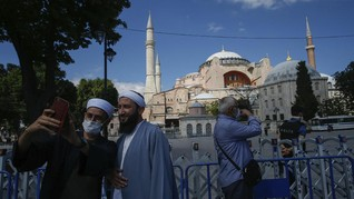 Paus Fransiskus Risau Hagia Sophia Diubah Jadi Masjid