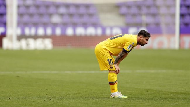 Barcelona's Lionel Messi reacts during the Spanish La Liga soccer match between Valladolid and FC Barcelona at the Jose Zorrilla stadium in Valladolid, Spain, Saturday, July 11, 2020. (AP Photo/Manu Fernandez)