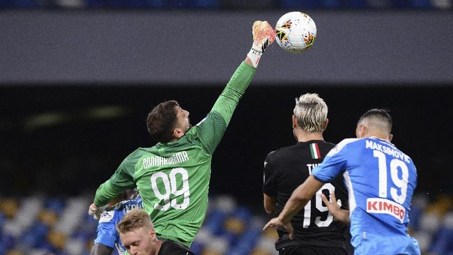 AC Milan goalie Gianluigi Donnarumma (99) reaches out to knock the ball away as Napoli's Nikola Maksimovic, right, tries to head it during a Serie A soccer match at San Paolo Stadium in Naples, Italy, Sunday, July 12, 2020. (Cafaro/LaPresse via AP)