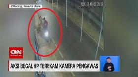 VIDEO: Aksi Begal HP Terekam CCTV