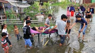 FOTO: Banjir Rob di Aceh Barat, Ratusan Warga Mengungsi