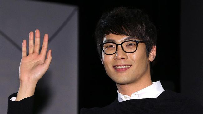 This photo taken on November 11, 2013 shows South Korean actor Choi Daniel posing at the